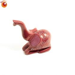 Eléphant trompe en l'air 8 cm rouge en saponite